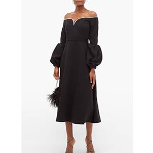 黑色平口弧線洋裝