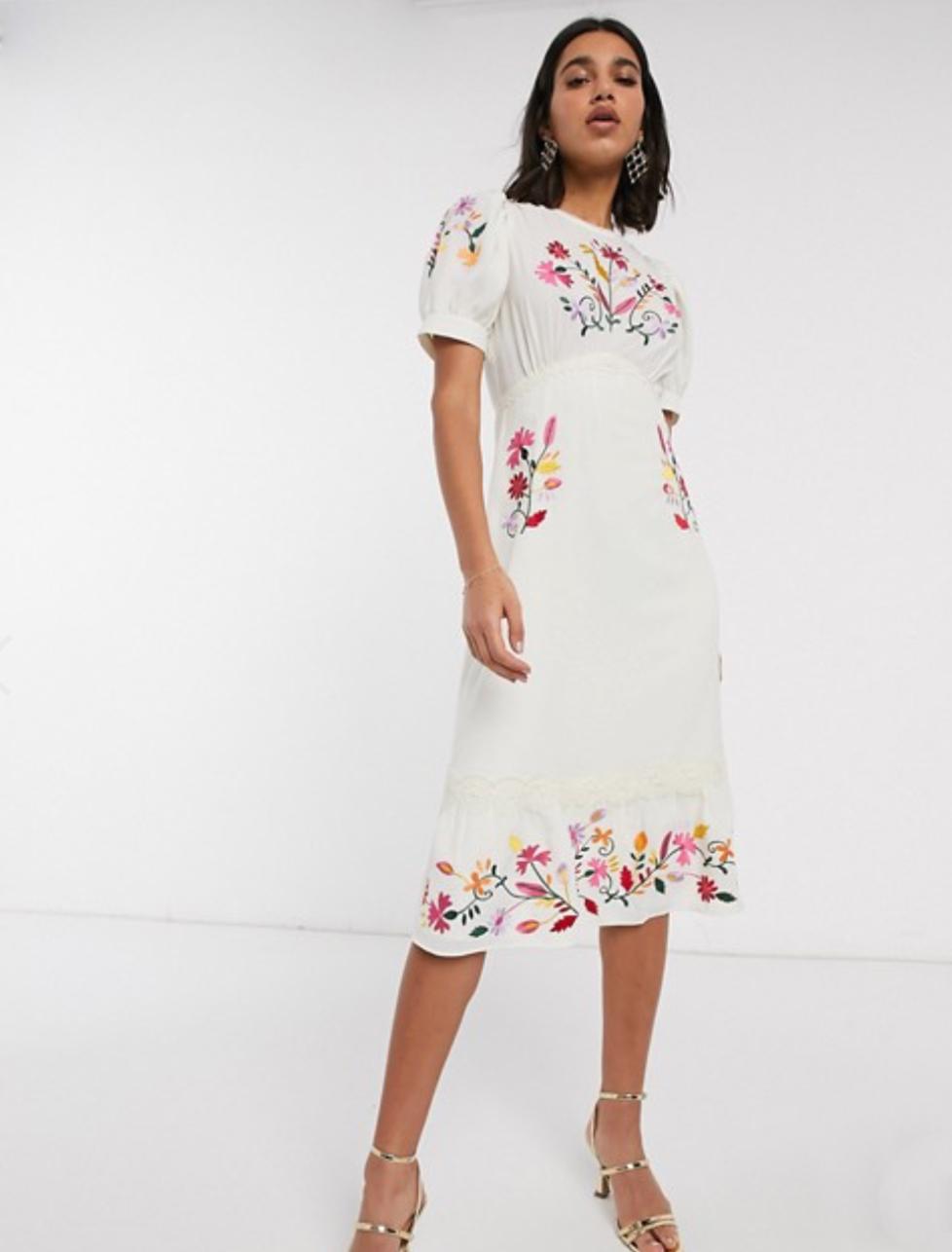 可愛的法式刺繡洋裝