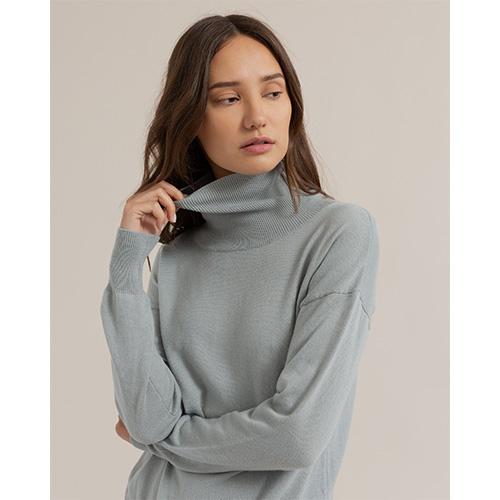 柔軟百搭的薄針織衫