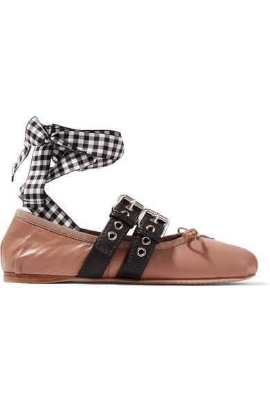 時尚界人手一雙:Miu Miu綁帶芭蕾舞鞋