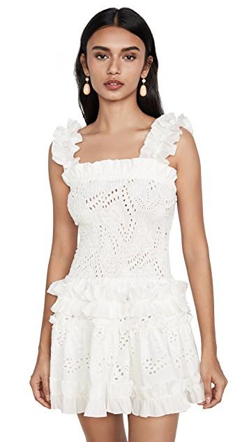 可愛的白色雕花小洋裝