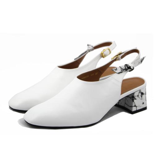 大理石控必備的有根涼鞋