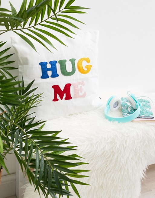 拍照小道具:HUG ME 抱枕